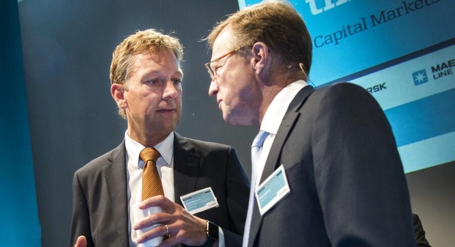 Jakob Stausholm (t.v.) er netop blevet udnævnt til finansdirektør i mineselskabet Rio Tinto. Her ses Stausholm i samtale med tidligere adm. direktør i A.P. Møller - Mærsk, Nils Smedegaard Andersen.