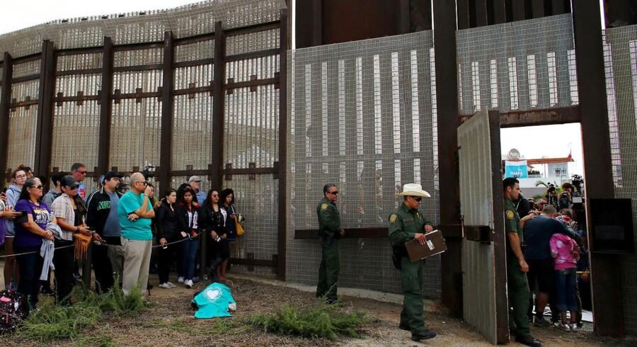 Uanset om der bliver bygget en mur på grænsen mellem USA og Mexico eller ej, ses 2017 som et hårdt år for den mexicanske økonomi. (Arkivfoto)