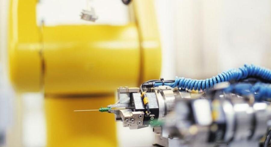 Robotter og ny teknologi har været med til at knække outsourcings-bølgen, der har rullet ind over det danske arbejdsmarked i årtier. (arkivfoto) Ambu