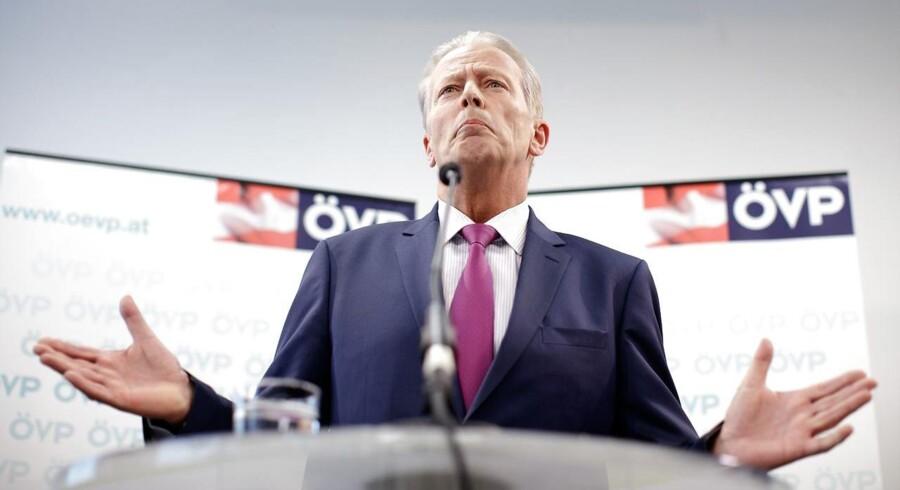 Mitterlehners opsigelse træder i kraft på mandag, 15. maj. Det ventes, at ÖVP's medlemmer vil finde frem til en ny partitop i løbet af søndag.