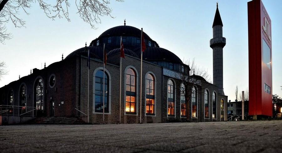 I en ny bog maler journalisten Constantin Schreiber et bekymrende billede af det ideologiske klima i Tysklands moskeer. På billedet er det en af landets største moskeer, DITIB Merkez-moskeen i Duisburg.