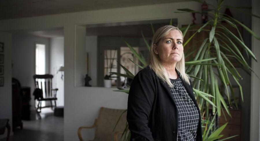 Liselotte B. Christensen lever hver dag med de bivirkninger, hun har fået efter behandlingen mod livmoderhalskræft. Hun kan ikke forstå, at nogle forældre ikke vil have, at deres børn skal vaccineres med HPV-vaccinen. Sygdommen har betydet, at hun har fået fjernet hele livmoder, æggestokke og den ene nyre, og hun kan ikke længere have et fuldtidsjob.