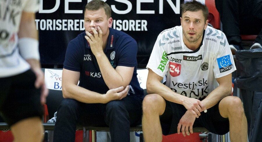 Ligahåndbold herrer: Team Tvis Holstebro tog onsdag aften imod Århus Håndbold i Gråkjær Arena. Her ses træner Patrick Westerholm og Jonas Larholm fra TTH