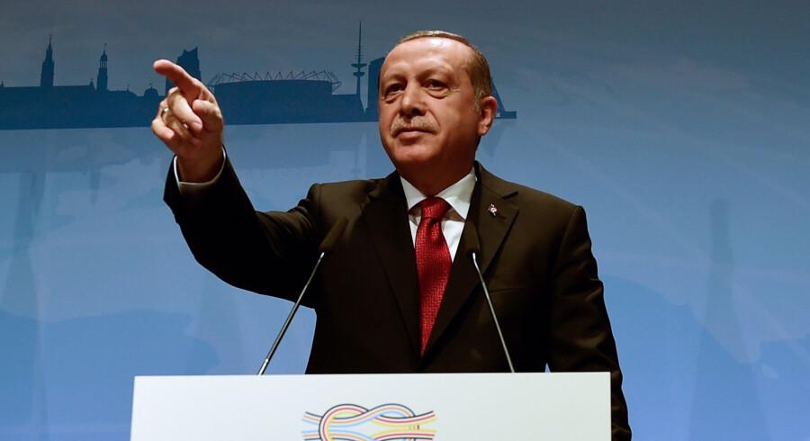 Tyrkiets præsident Erdogan lader forstå, at Tyrkiets opbakning til den internationale klimaaftale ikke skal tages for givet. Den er ikke vedtaget af det tyrkiske parlament endnu, og måske sker det ikke. Scanpix/Tobias Schwarz
