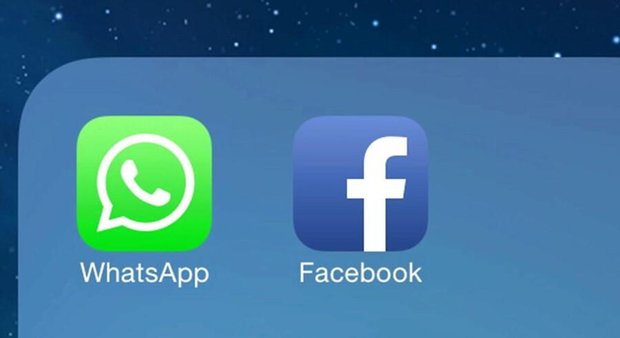 Facebook fortsætter med at få flere brugere, men de bruger mest deres mobiltelefon, og der er derfor ikke så meget plads til annoncerne, hvilket nu giver Facebook - som også ejer beskedtjenesten WhatsApp - problemer. Arkivfoto: Andrew Gombert, EPA/Scanpix