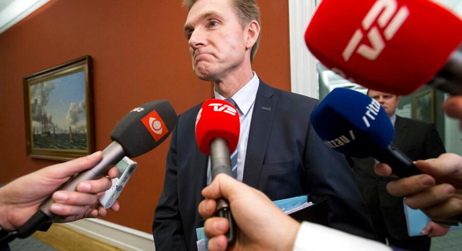 Kristian Thulesen Dahl taler med pressen. Dansk Folkeparti ankommer til skatteforhandlinger i Statsministeriet. 7. december 2017.. (Foto: Jens Astrup/Scanpix 2017)
