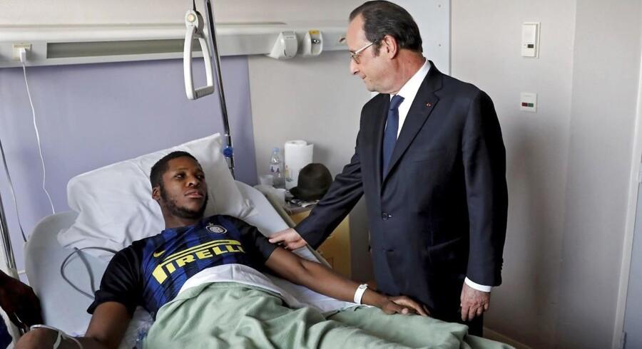 Théo L. opfordrede i forbindelse med præsident Hollandes besøg ved hans sygeseng i sidste uge de vrede unge i Paris' nordlige forstæder til at stole på, at retflærdigheden vil ske fyldest. Men efter en kort »våbenhvile« fortsatte urolighederne i weekenden. EPA/Arnaud Journois / HANDOUT HANDOUT EDITORIAL USE ONLY/NO SALES