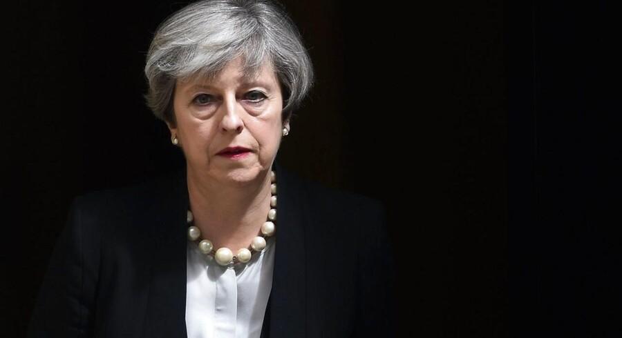 """May sagde i en kort tale uden for Downing Street 10, hvor hun havde møder med sikkerheds- og efterretningschefer, at """"alle terrorhandlinger er kujonagtige""""."""