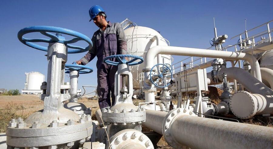 En irakisk oliemedarbejder i Kirkuk.
