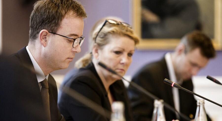 Miljø- og fødevareminister Esben Lunde Larsen (V) under dagens samråd.