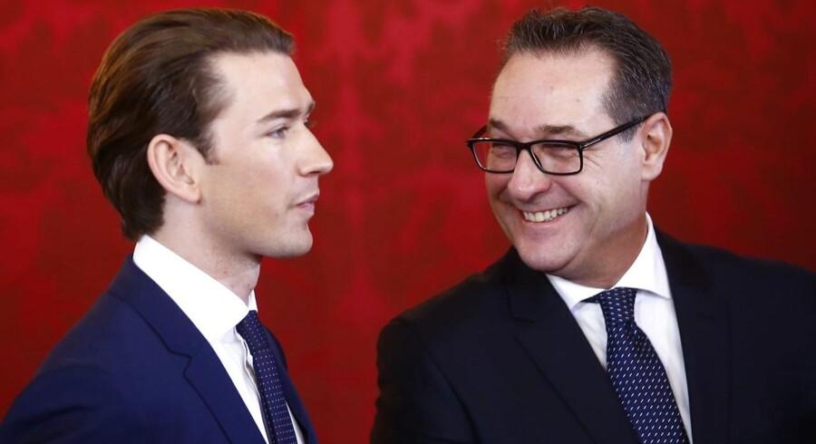 Heinz-Christian Strache, formand for Østrigs Frihedsparti (FPÖ), og Sebastian Kurz, Østrigs nye kansler. REUTERS/Leonhard Foeger