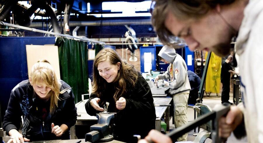Kun halvdelen af dem, der startede på en erhvervsuddannelse i 2012, har fuldført uddannelsen.
