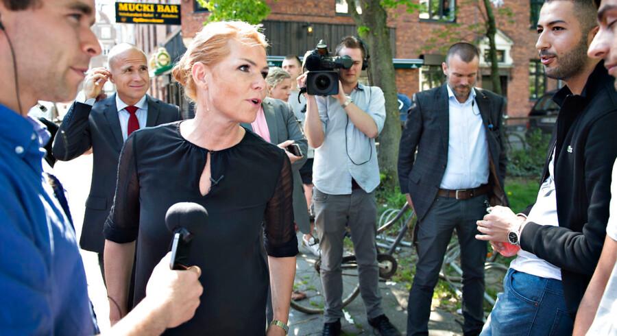 Værtshusejere på det ydre Nørrebro i København har i månedsvis desperat forsøgt at få Københavns Politi til at gribe ind over for en gruppe helt unge med indvandrerbaggrund, der udsætter mindst to værtshuse for trusler, chikane, hærværk og afpresning ved højlys dag. Udlændingeminister Inger Støjberg (V) .