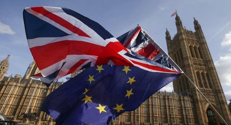 Den britiske regering og EU er i øjeblikket i gang med den komplicerede proces, som det er at trække Storbritannien ud af EU. / AFP PHOTO / Daniel LEAL-OLIVAS