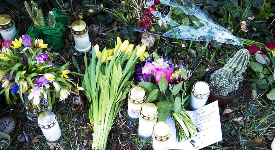 Fra Mindeoptoget trisdag for Jonas Schmidt, der blev fundet død i havnen ved Frederiksværk.
