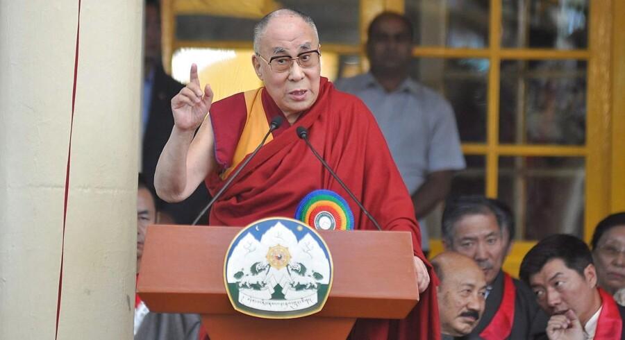 Dalai Lama mener, at flygtninge kun skal tilbydes midlertidigt ophold i Europa.