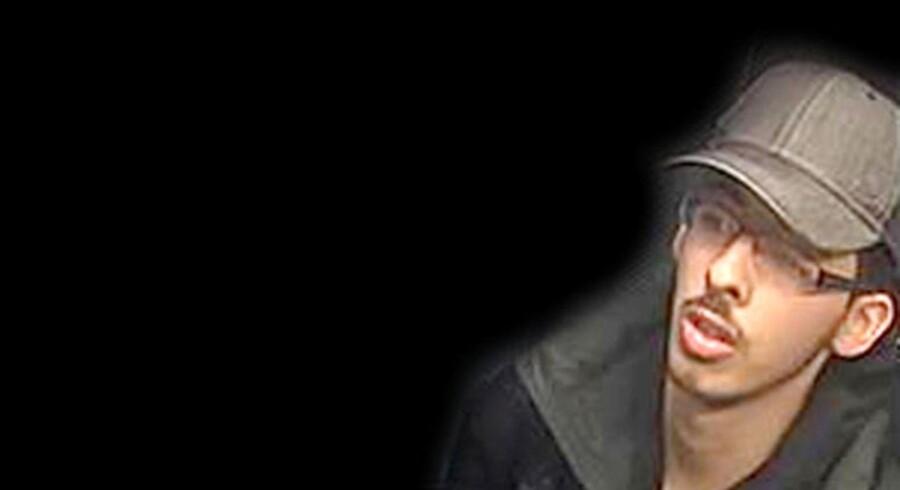 Foto fra overvågningskamera af Salman Abedi, manden bag bombeattentatet i Manchester, billedet er frigivet af Manchester Politi d. 27. maj 2017- - Se RB 28/5 2017 08.36. Det britiske politi arbejder stadig i døgndrift i efterforskningen af mandagens bombeangreb i Manchester, der kostede 22 mennesker livet. Det oplyser Greater Manchester Police i en pressemeddelelse sent lørdag aften. Pressemeddelelsen indeholder også billeder af den 22-årige Salman Abedi, der menes at stå bag bombeangrebet. . (Foto: HANDOUT/Scanpix 2017)