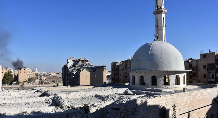 """Hæren har mandag indtaget bydelene Sakhour, Haydariya og Sheikh Khodr, mens kurdiske styrker har taget distriktet Sheikh Fares fra oprørerne, siger overvågningsgruppen. """"Dette er det største nederlag for oppositionen i Aleppo siden 2012,"""" siger Det Syriske Observatorium for Menneskerettigheder. Scanpix/George Ourfalian"""