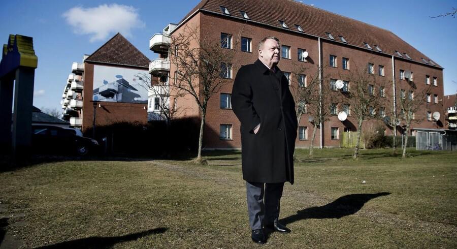 »Vi sætter et ambitiøst mål om, at der ikke skal være ghettoer i Danmark i 2030. Alle ghettoer skal væk. Alle,« står der i regeringens udspil til en ghettoplan. Her ses statsminister Lars Løkke Rasmussen (V), der torsdag præsenterede ghettoudspillet i Mjølnerparken i København.