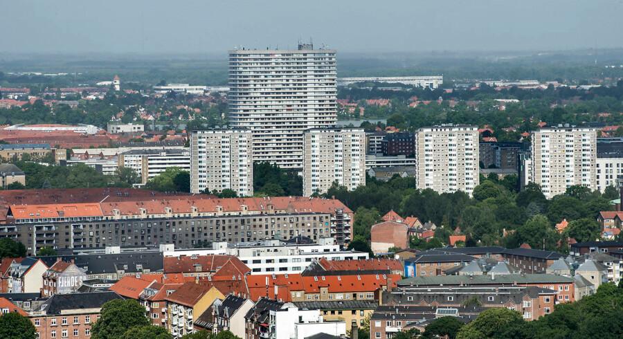 Efter et fald i priserne på ejerlejligheder fra august til september steg de 1,2 procent fra september til oktober, viser nye tal fra Danmarks Statistik.