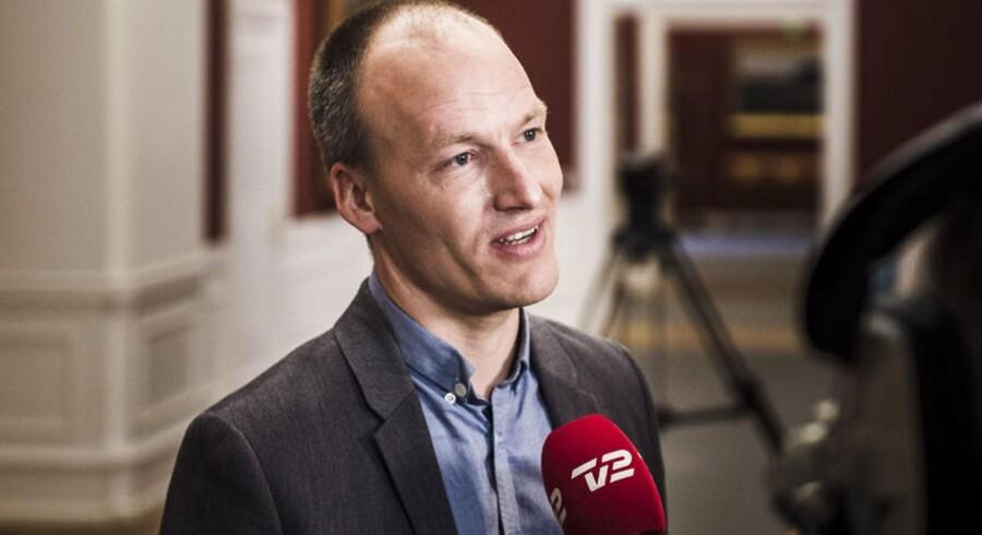 RB PLUS Rød blok sikrer Claus Hjort kommuneaftale Folketingets finansudvalg skal godkende kommuneaftale og ankommer på Christiansborg. Her er det Pelle Dragsted.