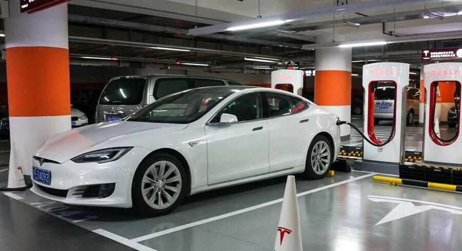 Med en ny bilfabrik i den kinesiske by Shanghai, håber Tesla at skære en tredjedel af prisen på elbiler til Kina af.