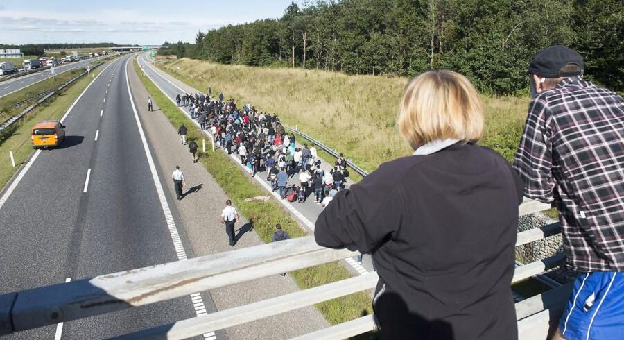 Flygtninge vandrer på motorvejen fra Padborg og nordpå ni september 2015. Foto: Claus Fisker/Scanpix