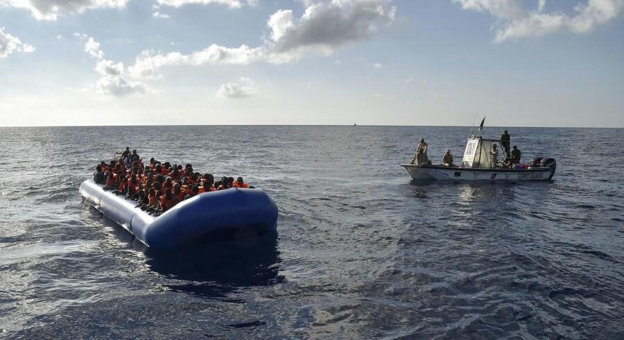 Arkivfoto: 90 migranter frygtes druknet ud for Libyens kyst.