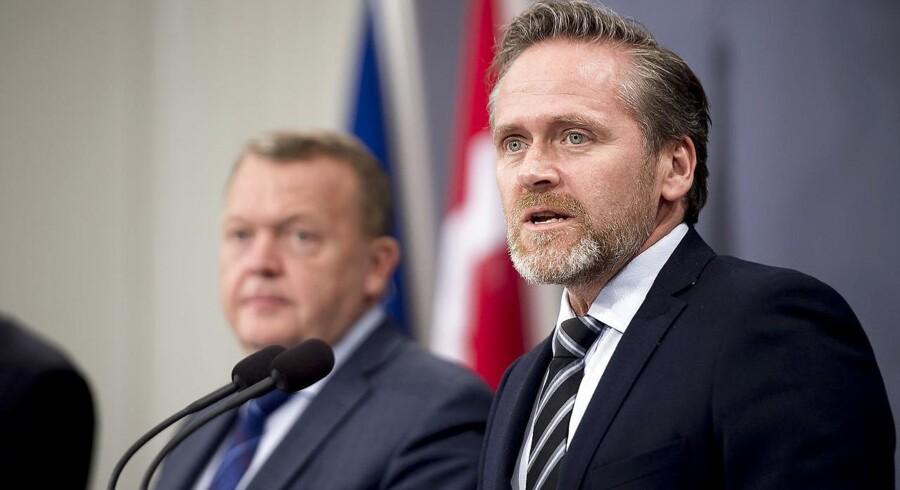 Det kan blive relevant at diskutere Danmarks forsvarsforbehold i EU, udtaler udenrigsminister Anders Samulsen (LA)