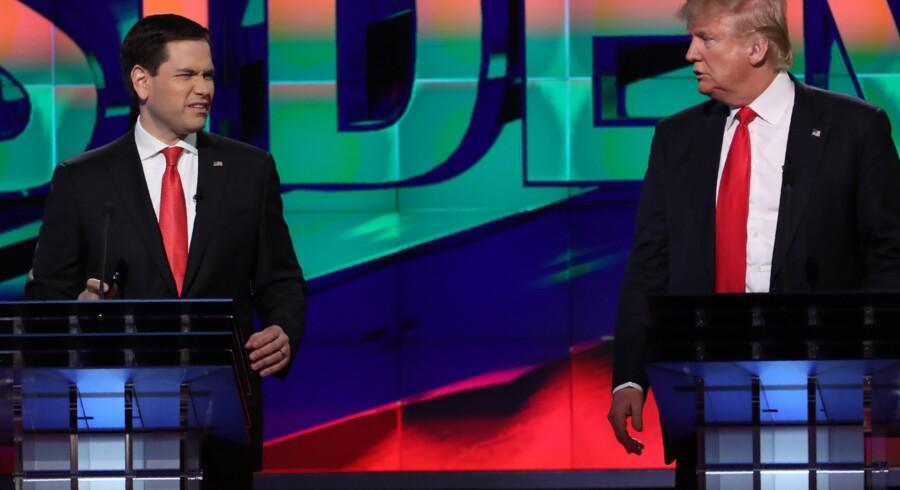Marco Rubio (t.v.), under en debat med Donald Trump (t.h.) i marts, kort inden Rubio trak sig fra den republikanske kamp om at blive partiets præsidentkandidat. Reuters/Carlo Allegri
