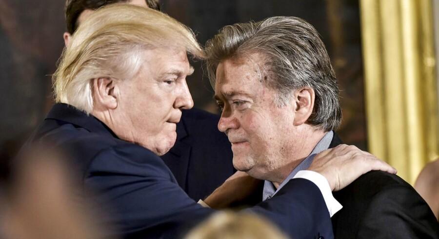 Donald Trumps chefstrateg, Stephen K.Bannon, er af præsidenten blevet udpeget til at have sæde i Det Nationale Sikkerhedsråd. Bannon deler vandene i Washington. / AFP PHOTO / MANDEL NGAN