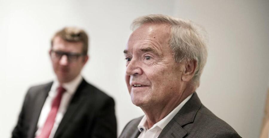 SDU-formand Lars Nørby Johansen fra et pressemøde sidste år med daværende erhvervs- og vækstminister, Troels Lund Poulsen (V), i baggrunden.