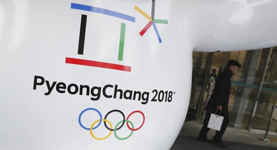Ski- og skøjteløbere fra Nordkorea er med fly landet i Sydkorea. Vinter-OL indledes i næste uge.
