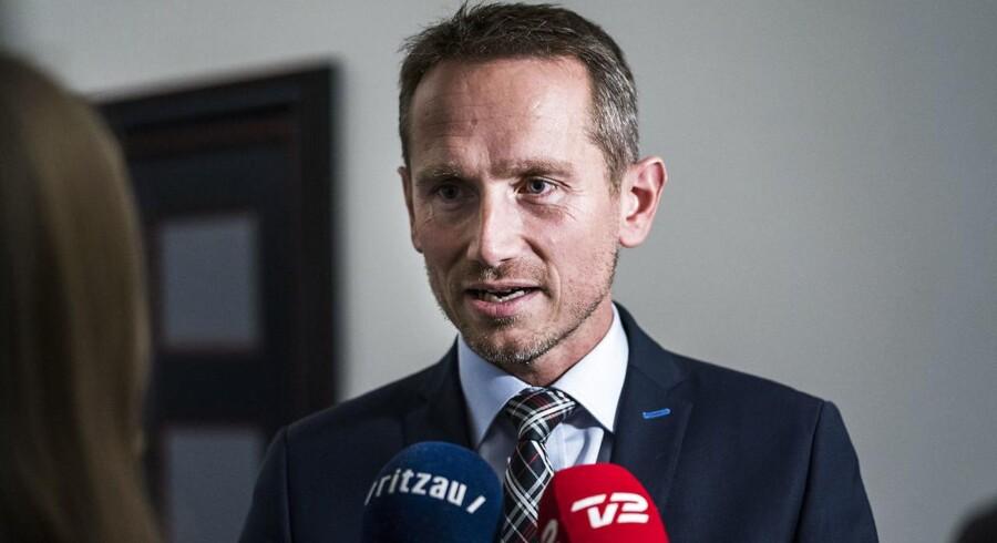 Finansminister Kristian Jensen måtte mandag bede om at få lovbehandlingen af finansloven udskudt. Umiddelbart ser det ikke ud til, at regeringen og Dansk Folkeparti er ved at være i mål med forhandlingerne.