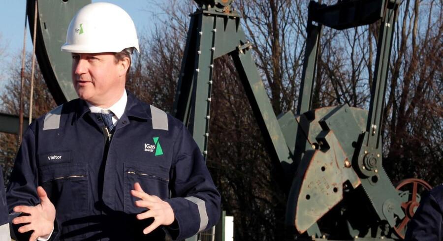 Den britiske premierminister David Cameron lover olie til skotterne, hvis de bliver i unionen.