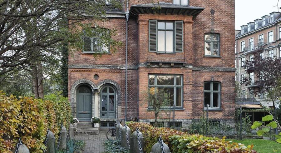 Mange ejere af ældre huse bygget før 1960 kan sjældent finde de egnede materialer til at renovere deres hus med i almindelige byggemarkeder. Ej heller er det alle håndværkere, som har erfaring med renovering efter de gamle metoder