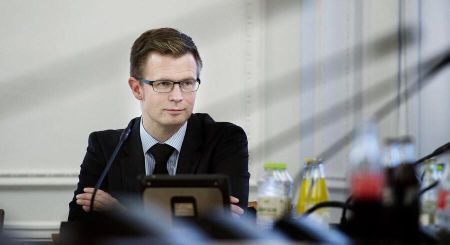 ARKIVFOTO: Skatteminister Benny Engelbrecht i samråd. (Foto: Liselotte Sabroe/Scanpix 2014)