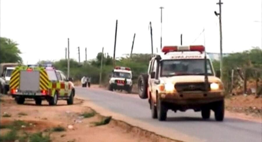 Den islamistiske al-Shabaab-gruppe tager ansvaret for angreb på kenyansk universitet, der indtil videre har kostet 14 mennesker livet.