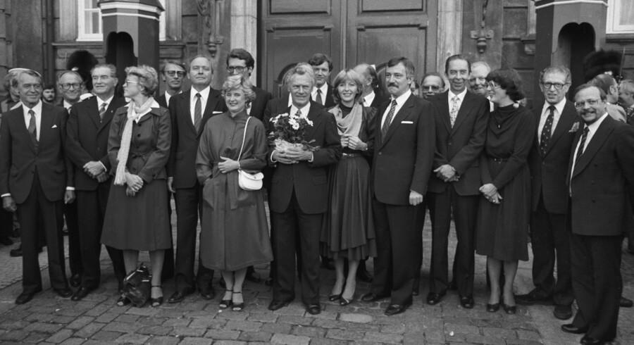 Det var den første Poul Schlüter-regering, som i 1982 indførte fastkurspolitikken. Nu angriber to økonomiprofessorer den beslutning som en væksthæmmer. Arkivfoto: Mogens Ladegaard