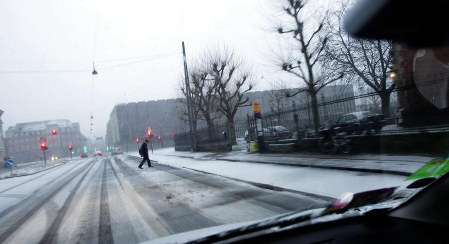 ARKIVFOTO. Der bliver advaret om ekstremt glatte veje mandag morgen. Her et billeder af snefaldet 25. december.