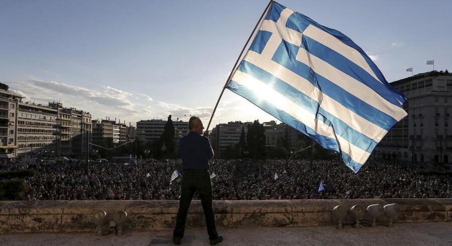 Mens politikere fra EU og Grækenland mødtes i Athen, var pladsen foran parlamentet fyldt med demonstranter. De frygter, at en exit fra Eurozonen vil få fatale konsekvenser for det gældsplagede land.