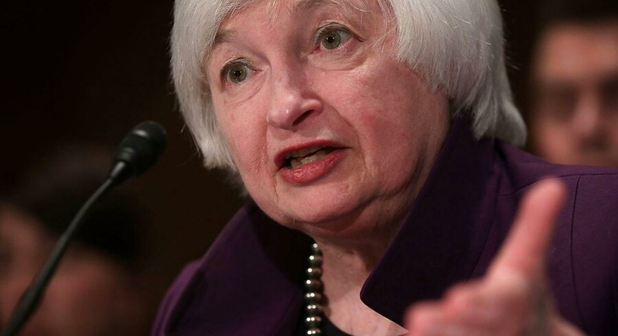 Markederne havde ellers set frem mod at høre fra netop Janet Yellen på stormødet. Forhåbningerne var, at hun vil komme med en udmelding, som kunne give en indikation af, hvornår den amerikanske centralbank, Federal Reserve, vil hæve renten.