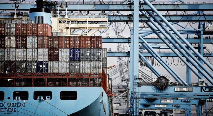 På arkivbilledet, APM terminals losser containere fra et Mærsk skib på havnen i Rotterdam. (Foto: CLAUS BJØRN LARSEN/Scanpix 2012)