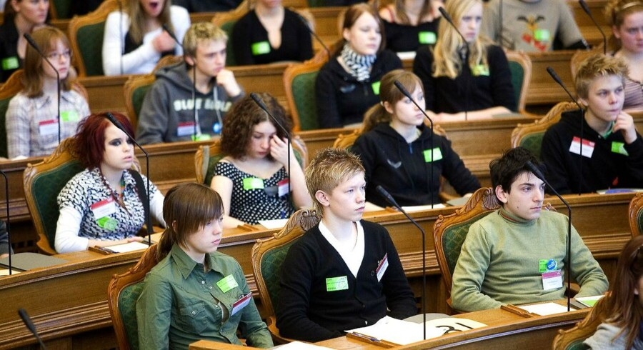 Valgretskommissionen vil blandt meget andet give 16-årige stemmeret. Arkivfoto fra 'Ungdomsparlamentet' i Folketinget 2007.