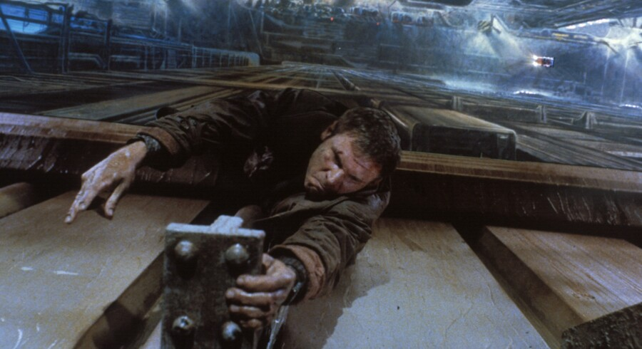 Dybet under Harrison Ford er malet på glas, men vi gyser alligevel i »Blade Runner«.
