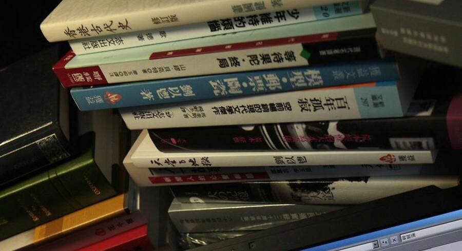 En kinesiskfødt svensk udgiver af kinakritiske bøger og tre af hans kolleger har været forsvundet i over en måned. En ny bog var på vej i trykken, da de en efter en forsvandt, og det frygtes, at de er blevet bortført til Kina.