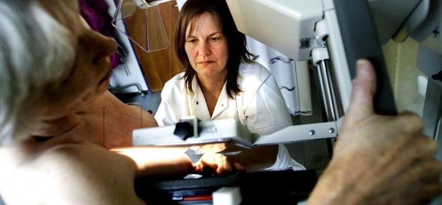 Specielt er det en kæmpe skuffelse, at 44 procent af de kvinder, der skal opereres for brystkræft, må vente for lang tid. - Arkivfoto