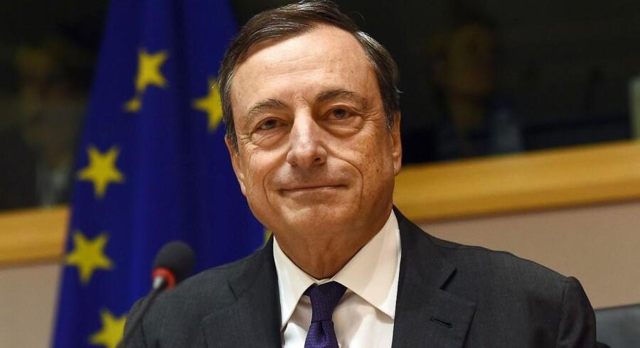 Mario Draghi peger på, at lavere låneomkostninger, stigende udlån og lettere adgang til lån hos mindre virksomheder er tegn på, at programmet virker efter hensigten.