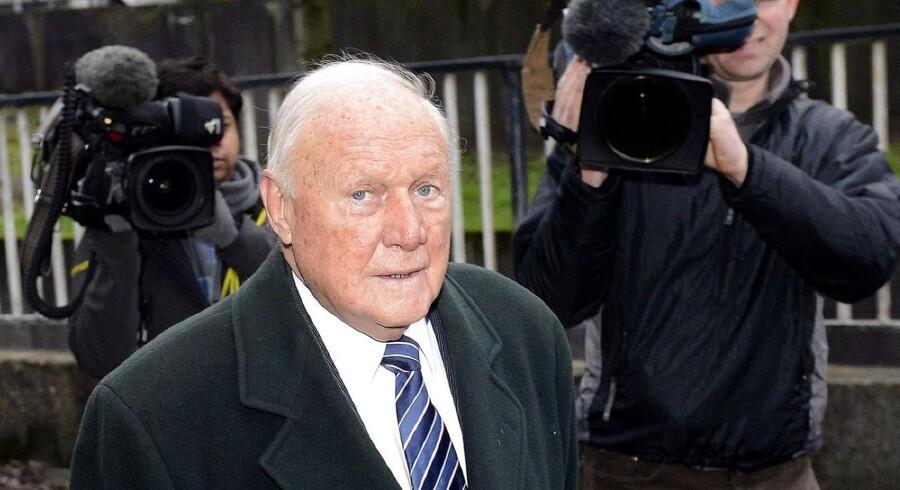 Stuart Hall ankommer til retten i Preston i det nordvestlige England.