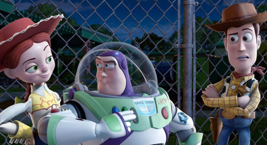 Legetøjsvennerne i 'Toy Story 3' er gamle kendinge, men historien er ny, og filmen er så seværdig, at stort set alle anmelderne mener, den er en biografbillet værd.